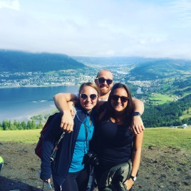 Lisa, Jaime and pilot Biorjan before the paragliding flight