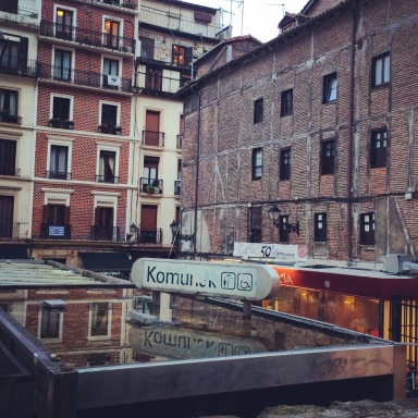 Komuneko means public toilet in Basque